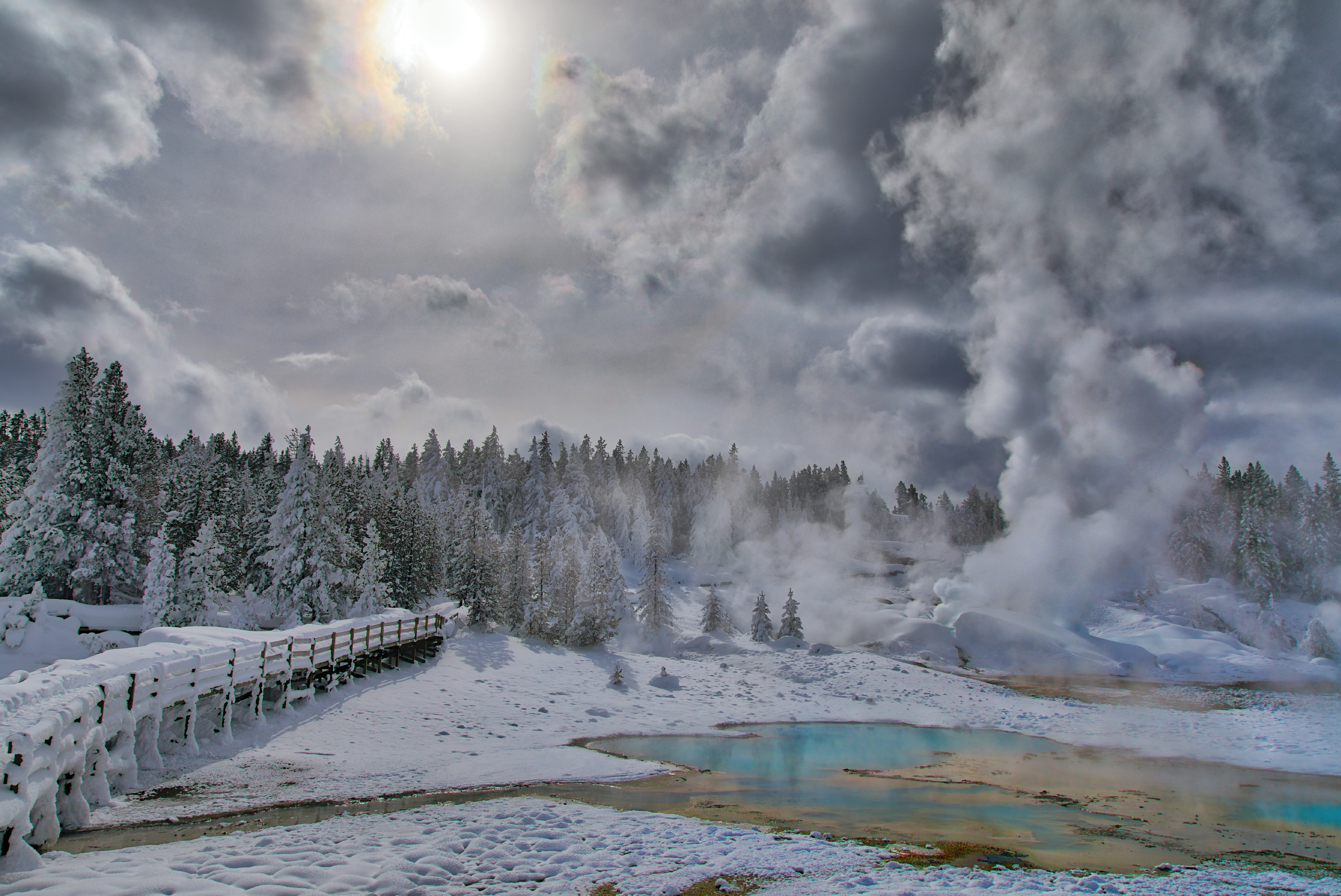 hydothermal features in yellowstone