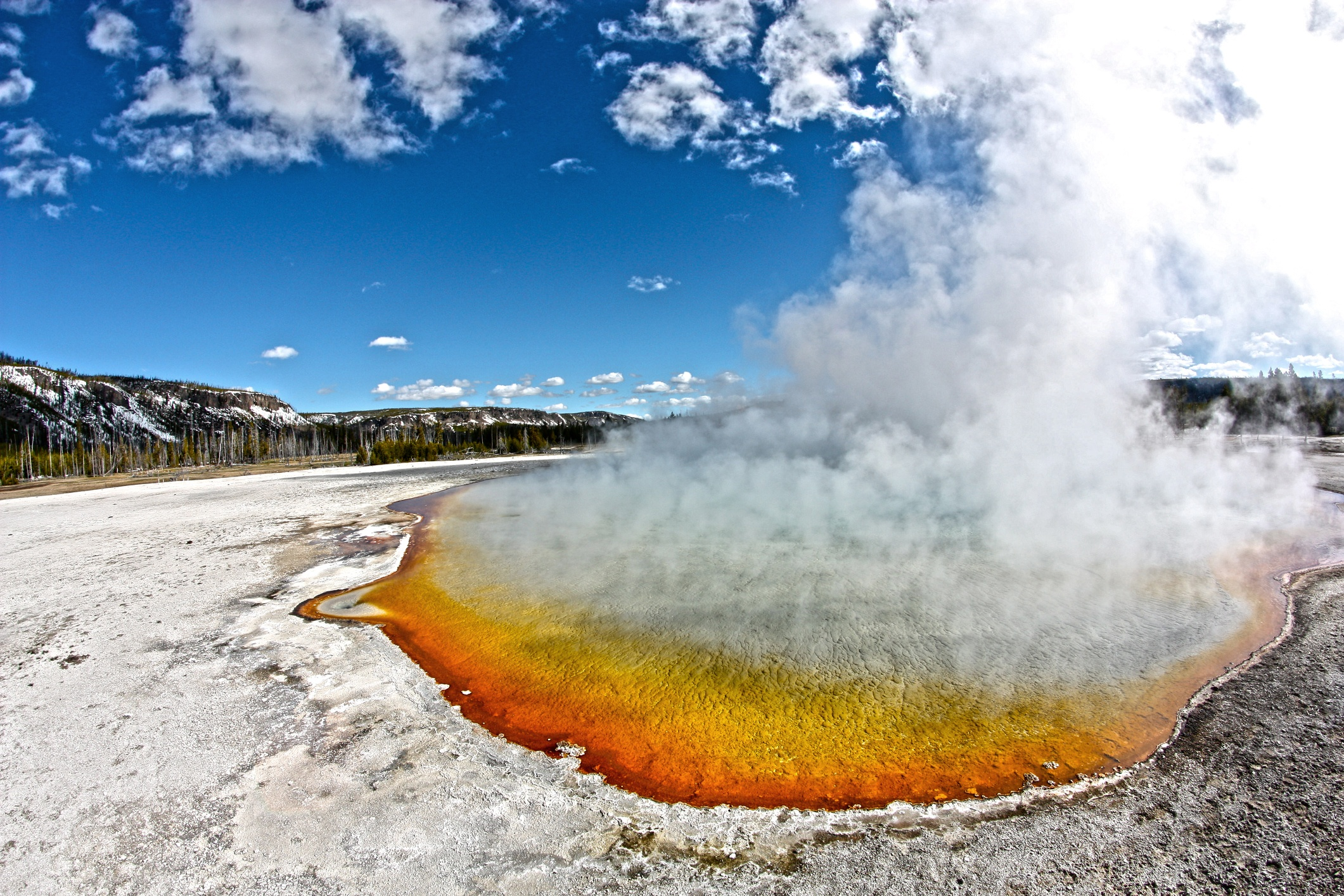 yellowstone-national-park-in-the-winter.jpg